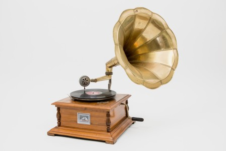 French-Antique-Wedding-phonographe